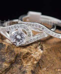 A dazzling & lovely engagement ring set