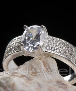 A stunning Silver engagement ring with an elegant statement.