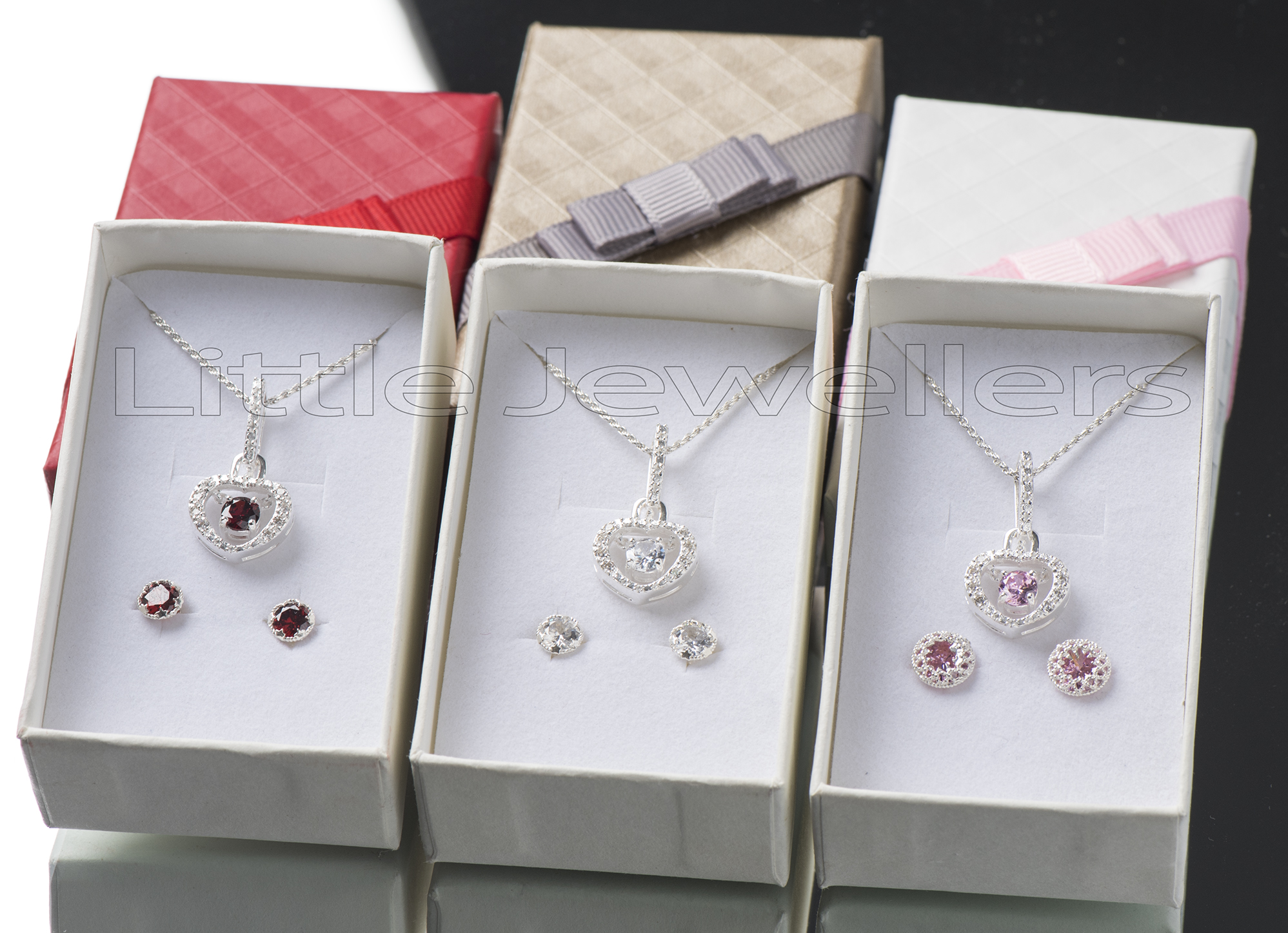Silver 925 beautiful detailed heart shaped necklace with stud earrings