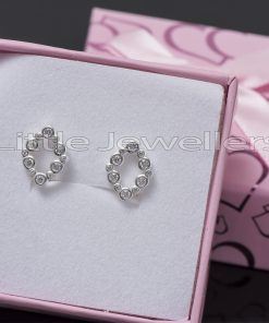 Add a great touch to your outfit with this pretty and feminine pure silver earrings.