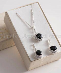 Black necklace set