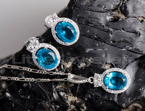 blue ocean reflects in the oval aquamarine necklace set