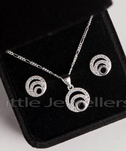 A fancy and chic sterling silver round necklace set
