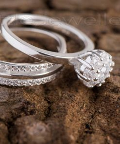 An enchanting double engagement ring