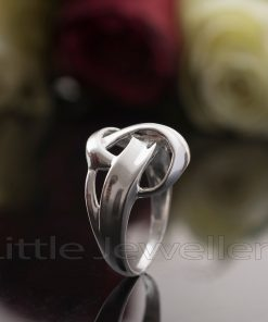 A lovely abstract design casual silver ring