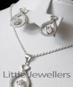 A stunning & elegant earrings and pendants necklace set