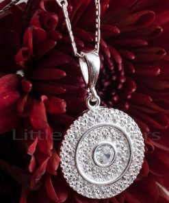 A fashionable and very luxurious cubic zirconia round pendant necklace.