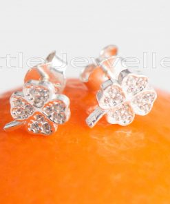A gorgeous pair of clover stud earrings, that are sure to make you lucky.
