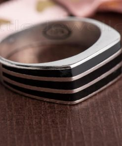 This bold silver male ring features three stripes that gives it a stylish & dashing look.