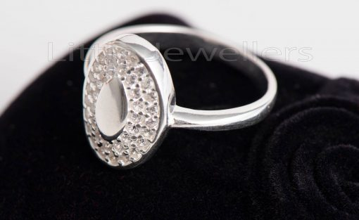 oval shaped cocktail ring