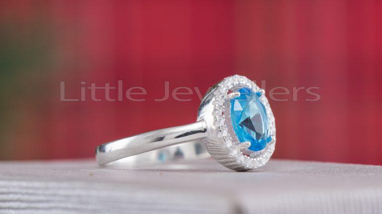 Be unique and propose with this aquamarine ring